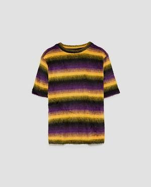 8. Fluff. Randig t-shirt med textur, 169 kronor på Zara.