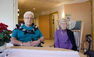 Raymond Eriksson och Signe Karlsson flyttade båda till Gävle på 1940-talet. Idag bor de på Selggrensgårdens äldreboende i Strömsbro. Raymond tycker att Gävle är en skön stad att bo i.