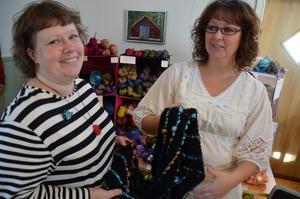 Stickdag. Systrarna Ulrika Korkala och Linda Liljendahl arrangerade på söndagen en stickdag i Finnsjöstrand.