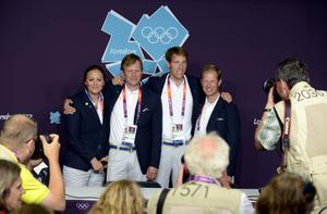 Svenska hopplandslaget blev sexa i OS. Från vänster: Lisen Bratt-Fredricson, Jens Fredricson, Henrik von Eckerman och Rolf-Göran Bengtsson.