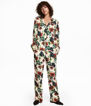 Pyjamaskostym från H&M. Byxa 249 kronor, skjorta 299 kronor.