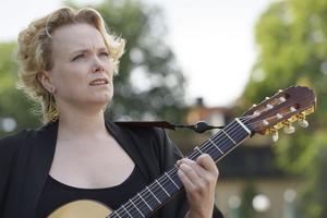 STOCKHOLM 20150826Ane Brun spelar live på taket på Katarinavägen 15 i Stockholm. I september kommer det nya albumet