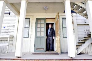 Entrén till fastigheten ska renoveras innan hösten och trappan ska göras mer användarvänlig.