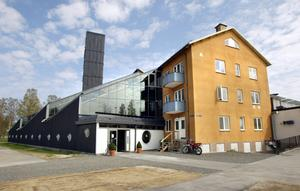 Fidu försvinner. Hyresavtalet för Fidus lokaler i Formens hus är uppsagda från sista juni 2015. Om utbildningen blir kvar i Hällefors är osäkert.