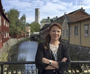 Författare. Ann-Christine Kihl är en välkänd VLT-journalist, nu är hon klar med sin nya bok om Västerås egen krigskorrespodent Martin Adler. Foto: Erik Jersenius