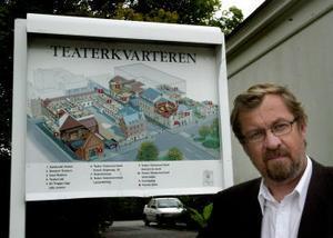 Tomas Melander är chef för Teater Västernorrland. Han är orolig för att Arbetsmiljöverket stänger delar av teaterverksamheten i höst.