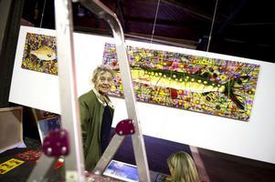 Monika Wennergren från Orsa visar nära tjugotalet verk i blandteknik. Just nu deltar även i Salong! 2012 på Dunkers i Helsingborg med Helsingborgs konstförening.