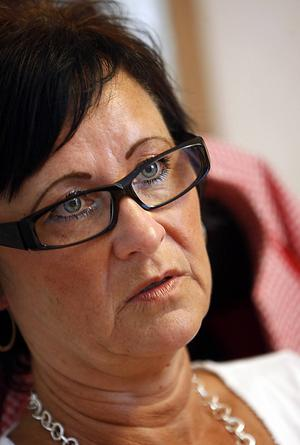 Anita Bdioui (S):    – Ur ett norrländskt perspektiv är det inte bra med höjd bensinskatt. Vi har mycket glesbygd och ingen utbyggds kollektivtrafik som i södra Sverige. Vi är beroende av bilar på ett annat sätt. En höjning skulle slå hårt mot glesbygden och mot Norrland i sin helhet.