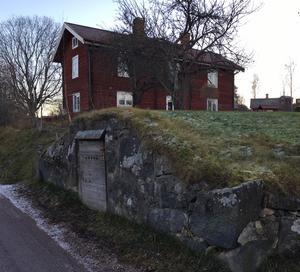 De traditionella gårdarna i Dalarnas äldre byar är oftast lättsålda.
