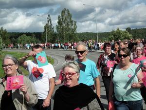 Hundratals marscherade för BB och förlossningsvården.