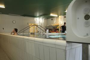ett minne blott. Den gamla rehabiliteringspoolen ställer till det för både patienter och vårdpersonal.Foto: Sofia Fors
