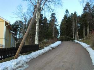 Så här såg det ut på Käringberget i Leksand på tisdagsmorgonen (och så ser det fortfarande ut)! Två stolpar står fortfarande på trekvart och vi hoppas verkligen att de står kvar tills elverket kommer!