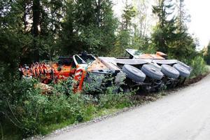 En stor mobilkran körde av vägen väster om Långå. Foto: Incorema