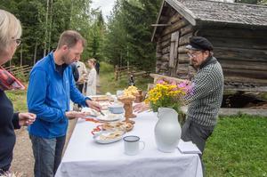 På lötsöndagen fanns det möjlighet att smaka bland annat hemlagade ostar.