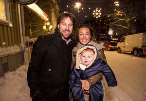 Pappa Peter, fästmön Nicole och sonen Lennox med de knubbiga hockeybenen. Peter Forsberg berättar i en öppenhjärtig intervju om sitt nya liv.