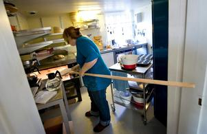 Från tidig morgon är Silke Frank på plats i sitt bageri för att baka. De första åren räknar hon med långa arbetsdagar, men hon säger sig inte vara rädd för att jobba hårt.