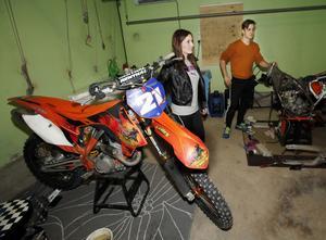 Nicole Loginger, 23, och lillbrorsan Jim, 21, laddar upp hemma i Häverödal inför en vinter med träningsläger och tävlingar utomlands.