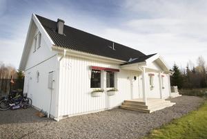 Familjen flyttade in i den nyckelfärdiga villan i Mårdäng 2012.