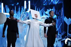 Lady Gaga inledde söndagskvällens gala.