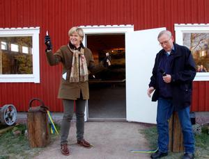 Nu är det klart. Maria Norrfalk och Gösta Frost har invigt flottnignsmuseet.
