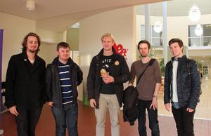 Några studenter på högskolan i Borlänge ser både fördelar och nackdelar med en flytt. Hampus Skoglund, Niklas Olsson, Filip Gilbertsson, Oscar Jonsson och Joakim Lundin.