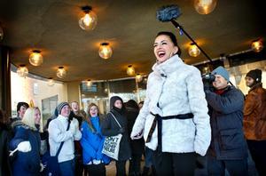 Jasmine Kara hälsade alla välkommen. Hon var glad över att se så många som var intresserade av att sjunga i hennes kör.