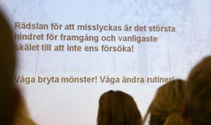 Ungefär 35 personer kom för att lyssna på Daniel Tynells inspirerande peptalk i Leksand i tisdags.