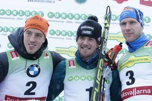 En medaljbild värd inramning för vinnaren Fredrik Lindström. Den här dagen hade han både Calle Halvarsson och Daniel Richardsson efter sig i resultatlistan.