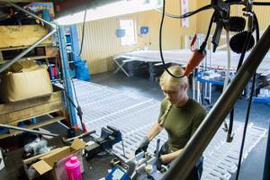 Företaget Geekab i Gränsfors har fått nyanställa personal som jobbar med leveransen till Ishotellet i Jukkasjärvi.