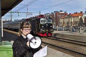 GNÄLLMEGAFON. Sofia Hultin har i sin performance samlat röster från utflyttade Gävlebor om varför de lämnade staden.