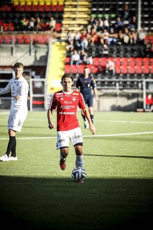 Sebastian Lundbäck gjorde sin officiella debut för ÖFK i hårt motstånd mot allsvenska AIK på torsdagen.