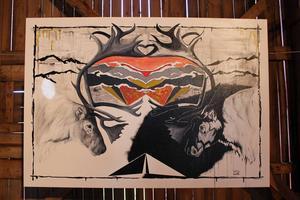 Hotet mot den samiska kulturen får en konstnärlig utformning i målningar som