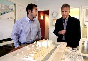 Söderläge, säger exploatören Lars Andersson i fastighetsbolaget Lupinen. Och kvällssol, inte att förglömma, säger arkitekten Lennart Hagljung, som nu presenterat sitt projekt med sex radhus och 16 lägenheter på Gävle Strand.