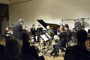 Pierre-André Valade dirigerar Norrbotten NEO under kulturfestivalens