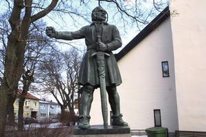 Engelbrekt Engelbrektsson står som staty på flera platser i landet. Bland annat i Arboga där han utsågs till rikshövitsman i det som beskrivs som Sveriges första riksdag.