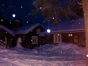 På väg från jobbet en sen kväll strax före jul stannade för att ta ett foto på detta stämmningsfulla hus.