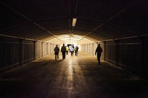 Det finns korridorer och kamrar i bergets tunnelsystem som invigdes 1945 av kung Gustaf V. Just dessa salar är 50 meter långa – samma längd som skidskyttebanor.