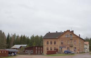 Nittsjö Keramik får många besök i fabriken på somrarna. Ungefär 40000 besökare kommer in i butiken på ett år.
