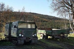 Bandvagnar i terrängen utan tillstånd. En förundersökning pågår i Jämtland rörande förseelse mot terrängkörningslagen och jaktbrott. Foto: Östersunds Posten