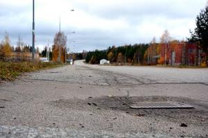 Tekniska nämnden har inför den kommande budgeten ansökt om ett extra anslag till gatu- och vägunderhåll