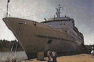 Asylbåten i Norrsundet utanför Gävle som ägs av det skotska rederiet Tec Farragon Ltd.