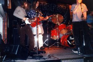 Grungebandet Chunk från Sundsvall på tiden då det begav sig. Tobias Samelsson sitter bakom trummorna och Fredrik Bergman spelar gitarr.