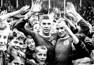 Kvalhjältarna i mötet med Halmstad 1964, Kjell Eriksson (till vänster) och Bertil Hage. Två spelare med förmågan att komma med i målprotokollet.