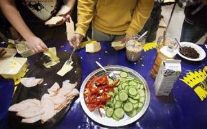 Frukost på skolan är ett sätt att ge alla elever energi för dagen. Foto Ola Torkelsson / SCANPIX