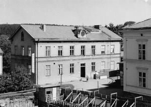 Till Wallners lager reste många för att ekipera sig och handla textilier.  Namnet lever kvar i folkmun, trots att byggnaden senare huserat många olika verksamheter.