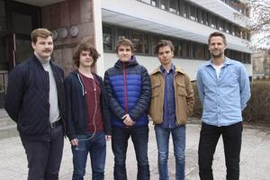 Cevin Church, Andreas Holmgren, Chester Köhler, Walter Cassel och Robin Wahlström (som inte är med på bilden) och deras läare Andreas Nordin som åker till forskningscentrat Cern i Genève på måndag.