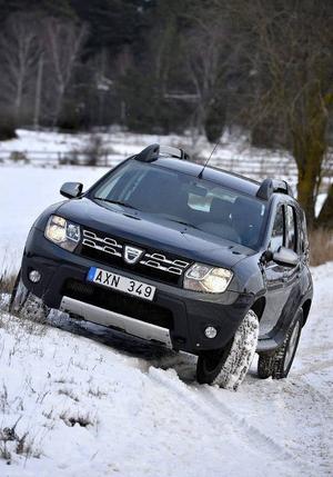 Bildtext 1-3: Kombinationen fyrhjulsdrift och lågt pris är lockande. Men säkerheten i Dacia Duster är under all kritik - den fick endast tre av fem stjärnor i krocktestet Euro Ncap.