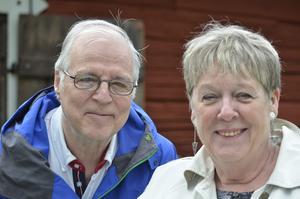 Ulf och Inger Hammarström, Örebro- Anledningen att vi kommit hit är att vi har ett barnbarn med i ensemblen, Måns Hammarström, det är en jättestor händelse för honom och för oss också. Och så har vi blommor med oss, det är ju premiär.