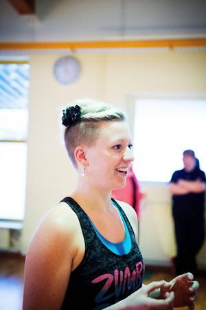 Angelica Sjöholm har tidigare arrangerat danser för funktionshindrade i Falun. Nu blir det premiär för henne i Borlänge.