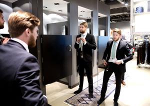 Simon Folkesson och Stefan Edberg testar finalkostym